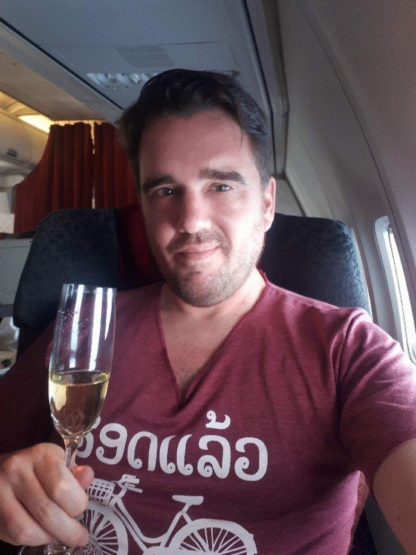 koen garuda business class champagne review