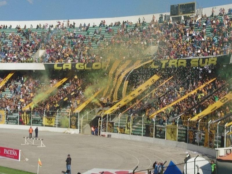 la paz football match south america hernan siles derby clasico bolivia paceno strongest