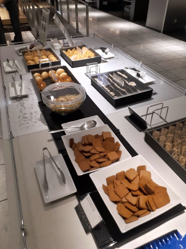 ana lounge buffet