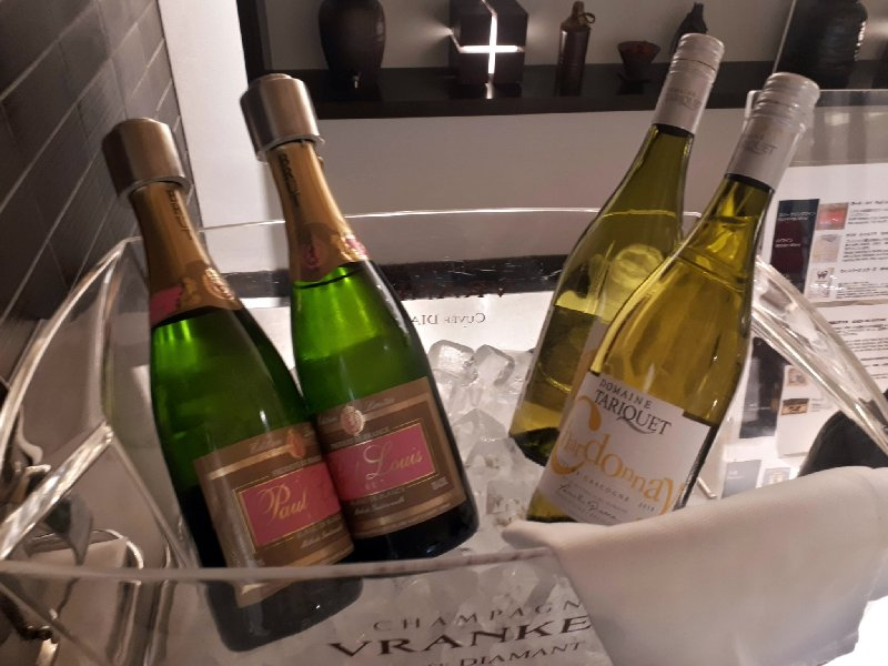 ana lounge wine