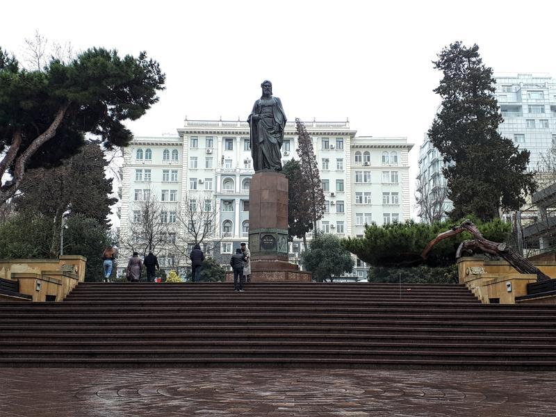 ganjevi statue baku