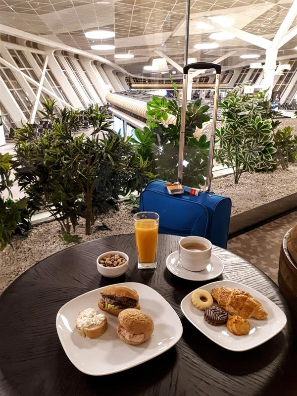 azerbaijan airlines lounge food breakfast