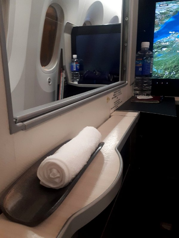 warm refreshment towel jal japan airlines boeing 787 business class review