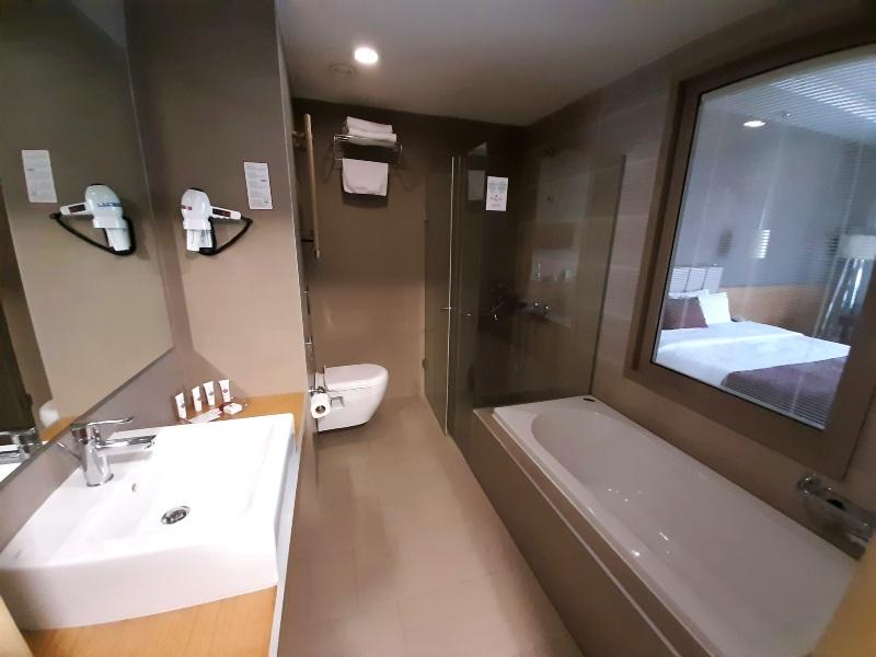 ramada wyndham podgorica bathroom