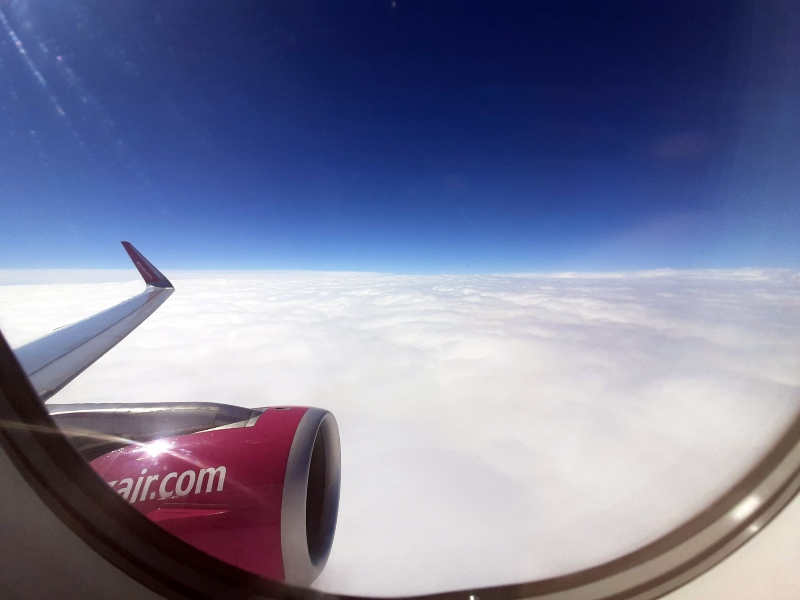 cruising altitude wizz air airbus a320 wing