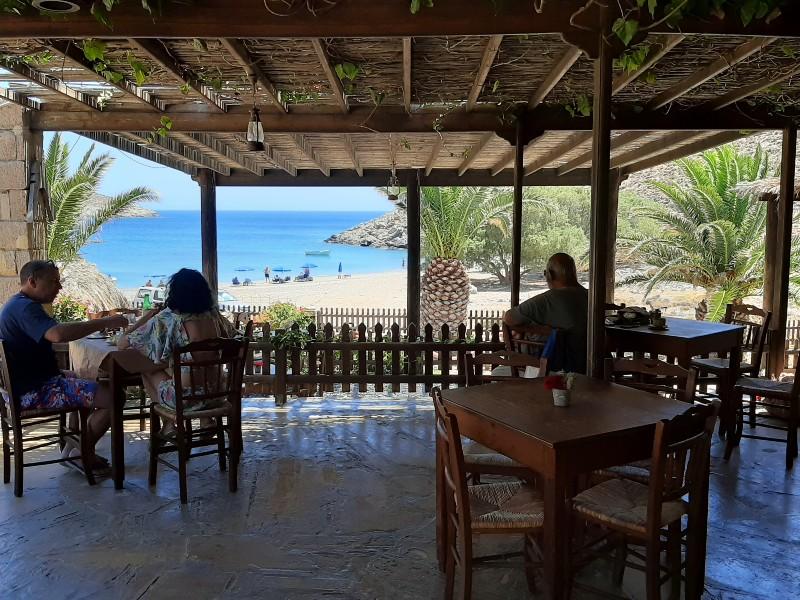 kaminakia beach tavern