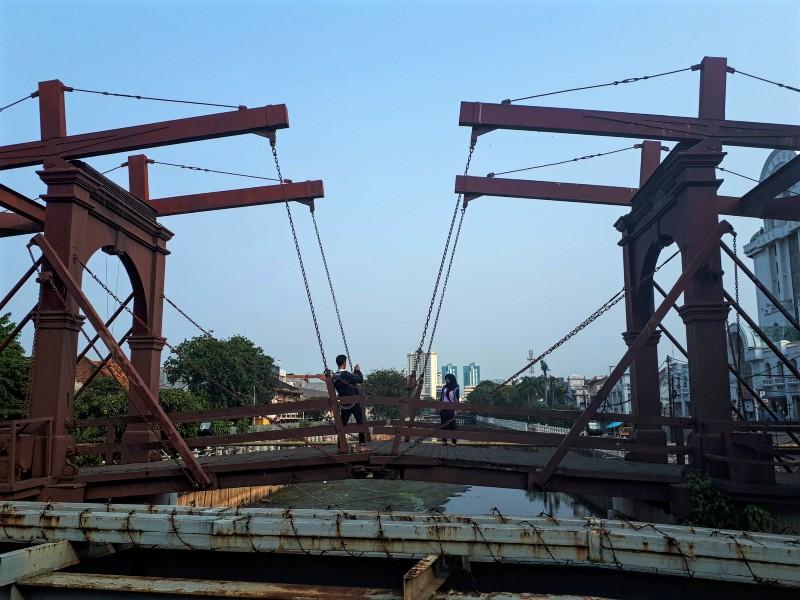 dutch bridge jakarta