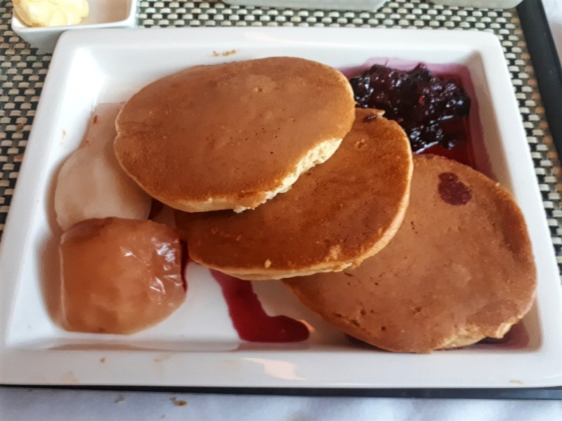 american pancakes saudia breakfast business class boeing 777 review