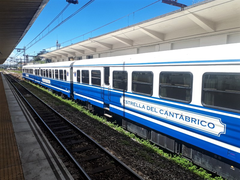 Estrella del Cantabrico train