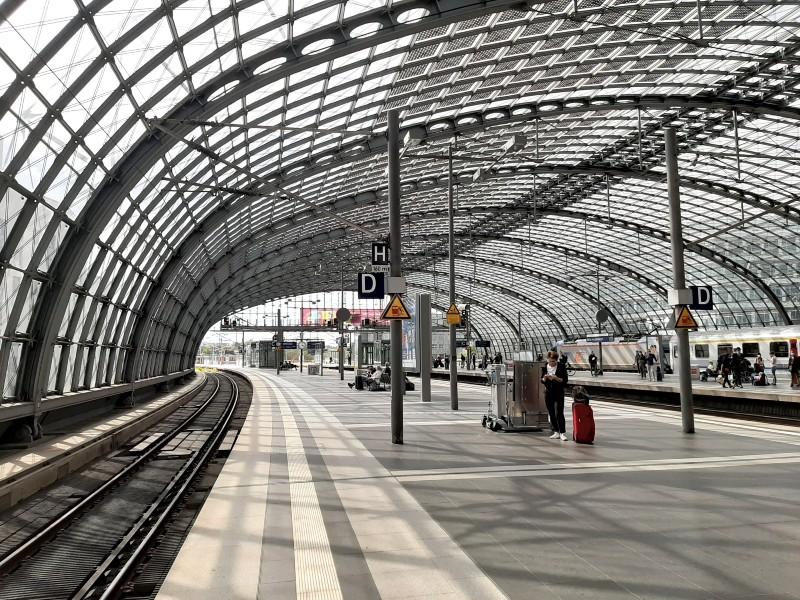 berlin hbf germany station night train