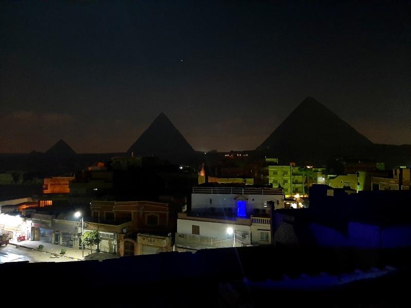 giza pyramids late night