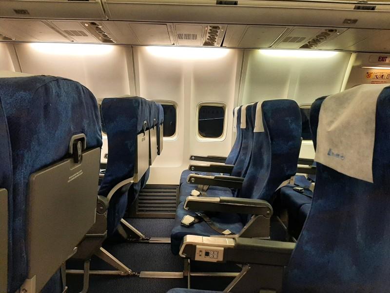 tarom economy class boeing 737-700 late night cairo
