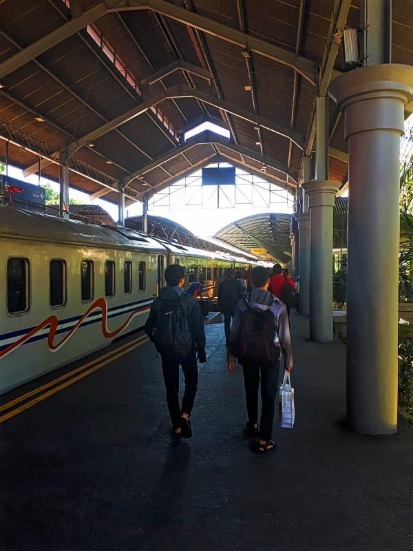 surabaya gubeng station indonesia railway