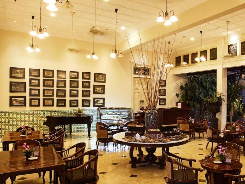 phoenix hotel restaurant