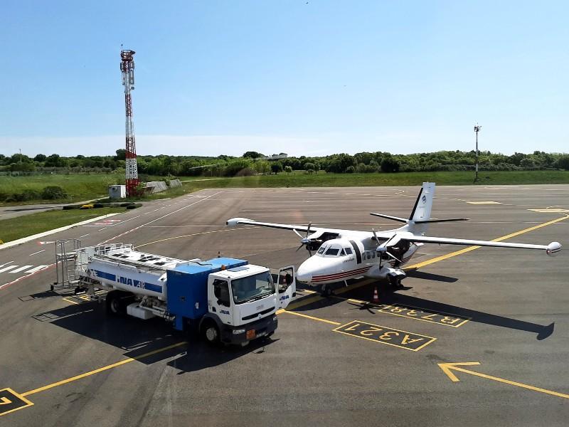 trade air let l-410 turbolet pula airport