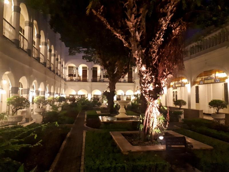 majapahit hotel night