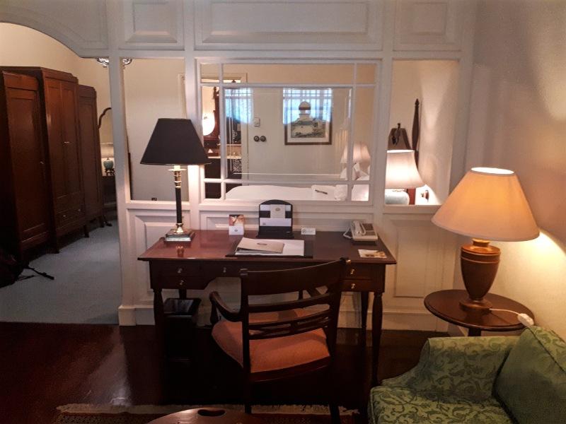 desk hotel suite majapahit