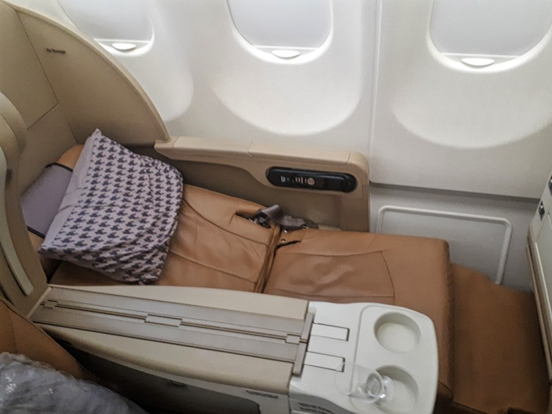 angled flat seat business class singapore airlines airbus a330