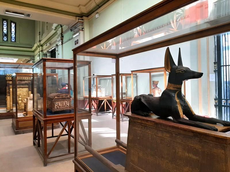 dog statue egypt