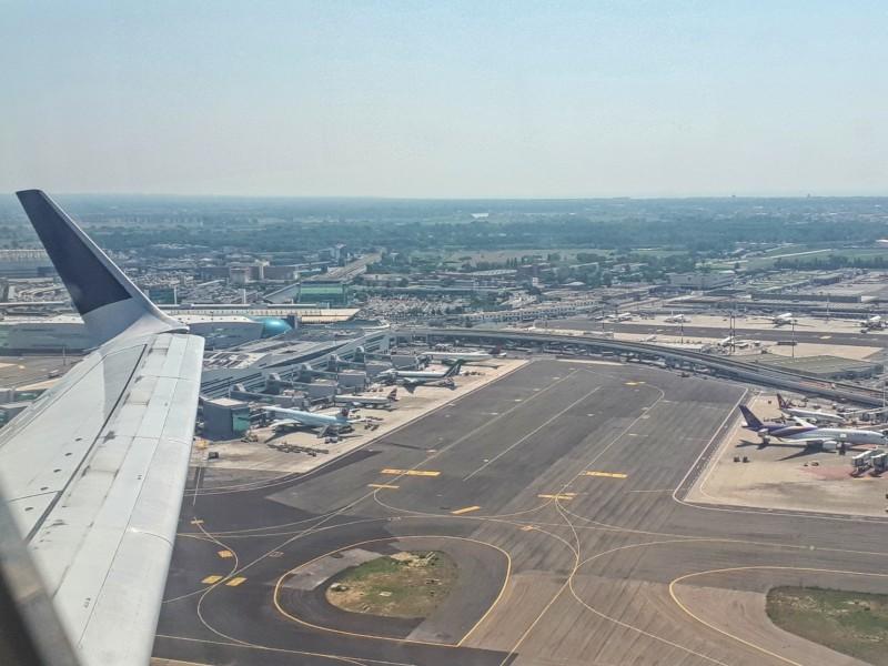 take-off rome fiumicino airport tarom boeing 737-700