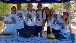 P7047035 Volunteers at High School