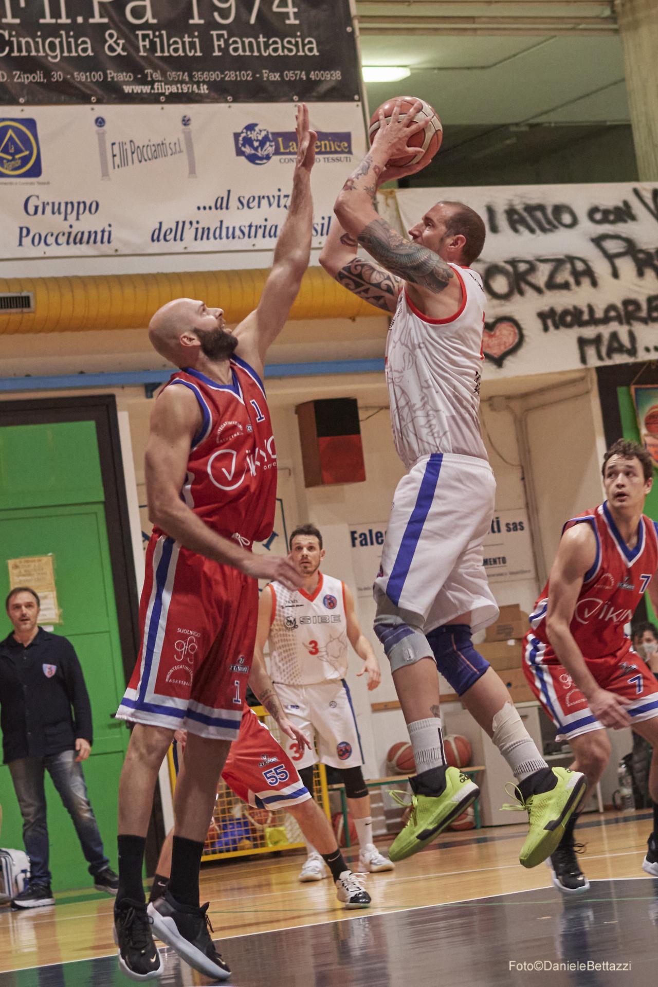 La Sibe batte il primo colpo e al supplementare trionfa sul Castelfiorentino (99 a 94)