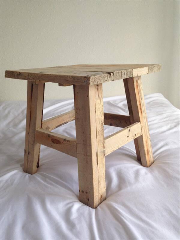 Reclaimed Pallet Wood Stool | Pallet Furniture DIY