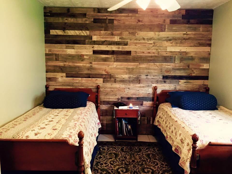 Pallet Wall Paneling for Bedroom | Pallet Furniture DIY on Pallet Bedroom  id=89861