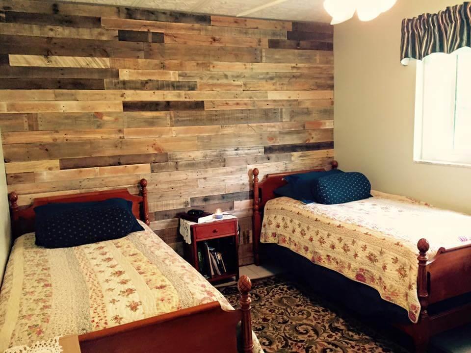 Pallet Wall Paneling for Bedroom | Pallet Furniture DIY on Pallet Bedroom  id=50982