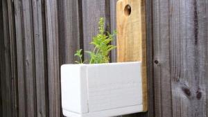 DIY Wall Hanging Herb Planter Pallet Furniture Plans
