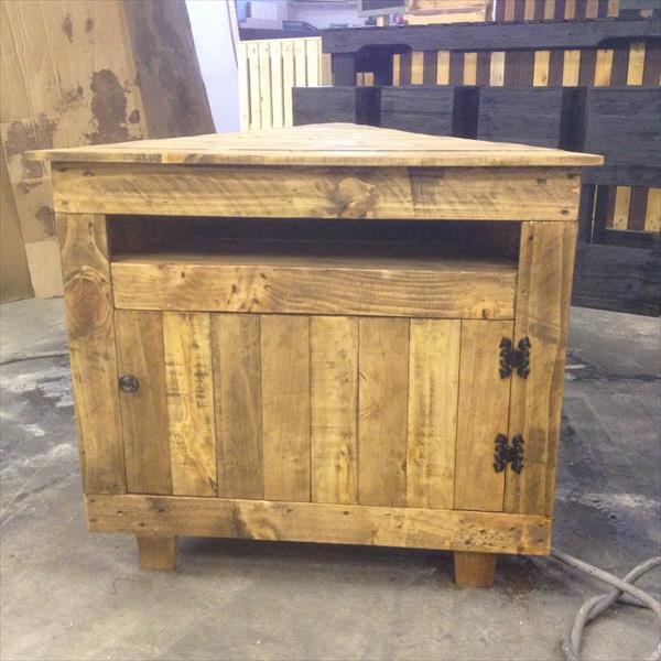 Pallet V Shaped Sectional Tv Unit Pallet Furniture Plans