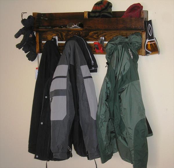 diy pallet coat rack with ski bindings