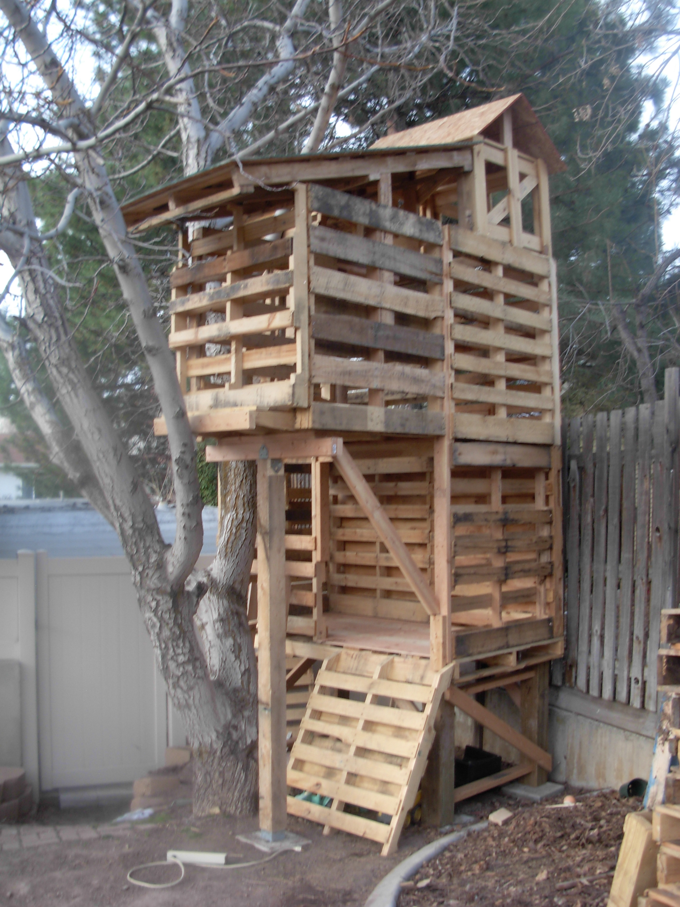 Awesome Pallet Treehouse | palletprojects on Pallet Design  id=41445