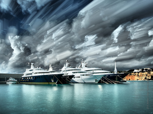 mega yates port adriano