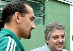 Paulo Nobre conversa com Barcos, no CT.