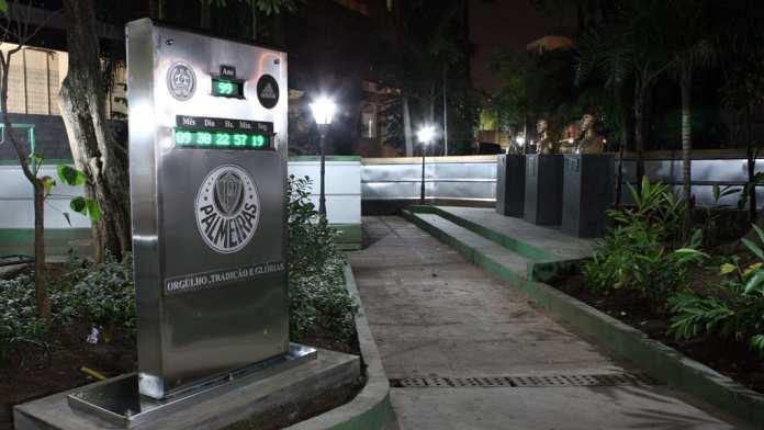 Palmeiras inaugura relógio digital dentro de sua sede.