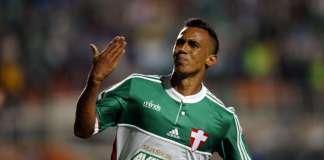 Juninho marca e Palmeiras vence Coritiba.