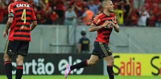 Patrick marca contra o Palmeiras.