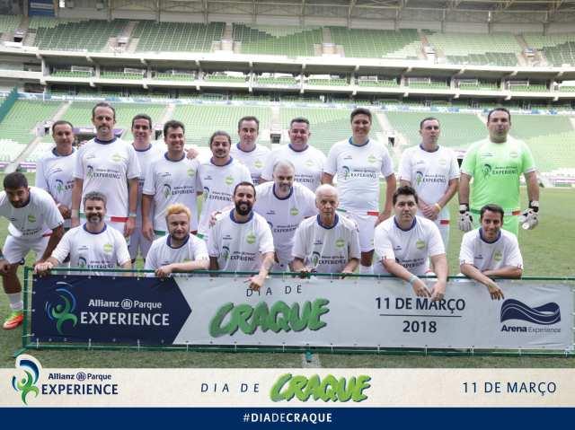 A foto do time para o jogo. Estou do lado de Ademir