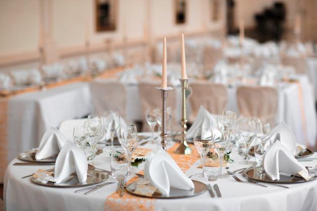 Tisch rund mit Tischband, 7 Personen