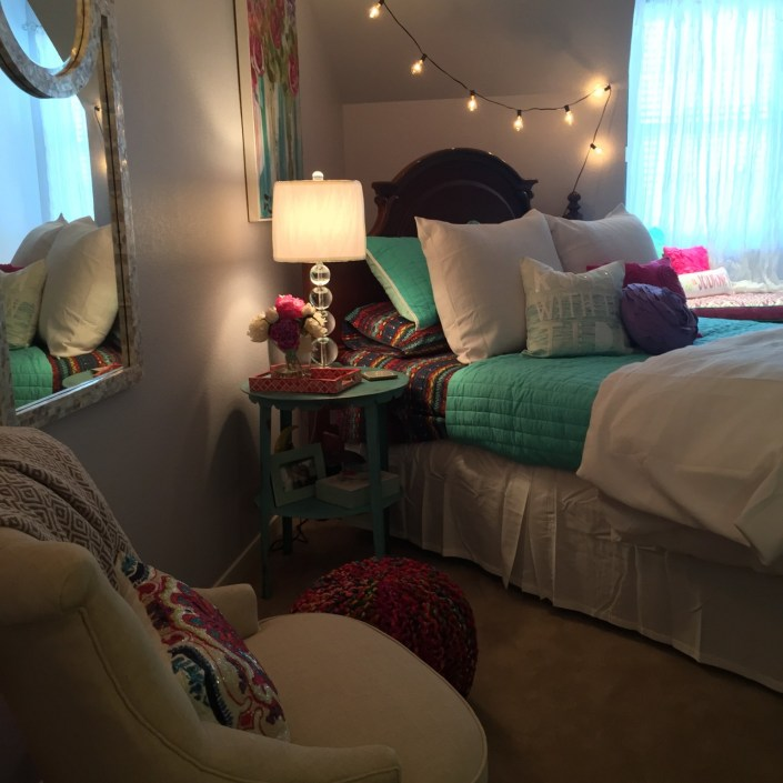 Fun and colorful bedroom design with string lights