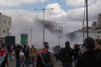 Protesters standing away from the tar gas (Photo by ISM)