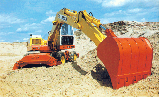 EO-3323 excavator, also mounted on tyres with outriggers. The red bucket on the end has a capacity of 0.75 cu.m.