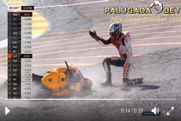 Menyusul Rossi Dan Iannone, Marquez Ikutan Terjatuh Di Tes Valencia