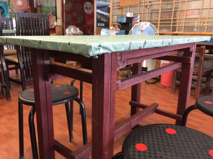 鹽田豆花的課桌椅
