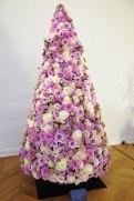 a árvore da Christian Dior é toda em flores...bem feminina.