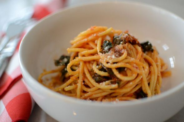 Spaghetti with Garlic and Kale (and bacon)