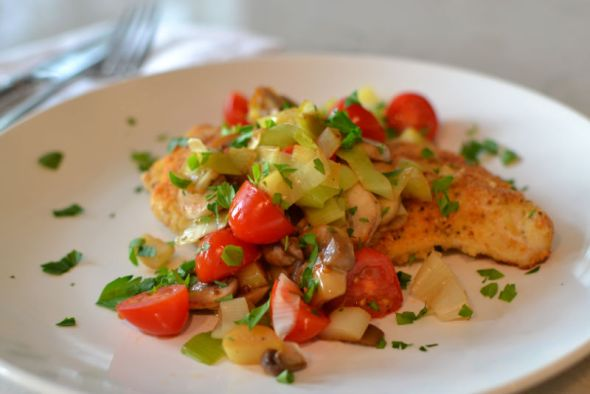 Chicken Cutlets with Grape Tomatoes, Leeks and Mushrooms