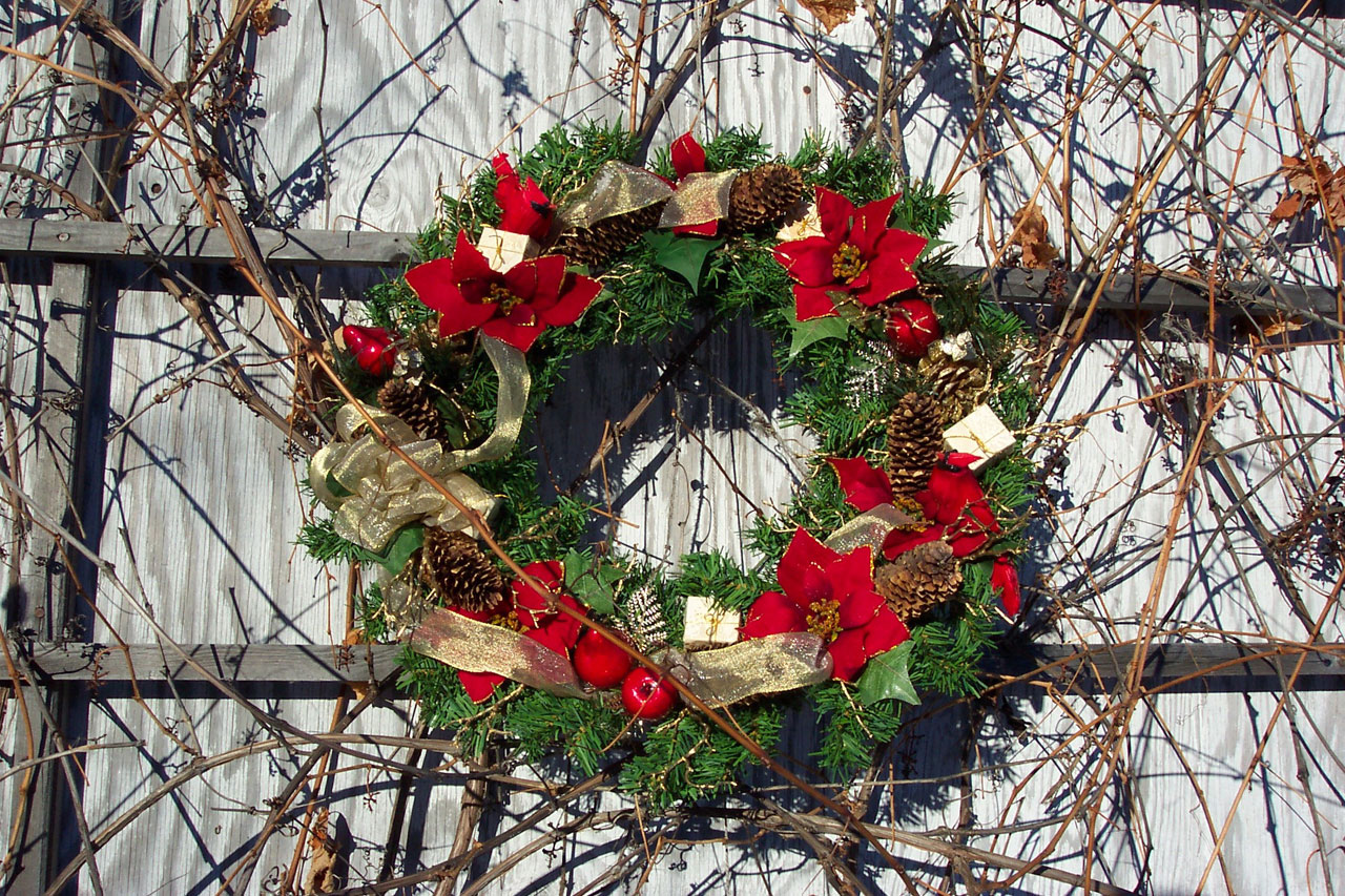 holly wreaths crawley holly wreaths horley holly wreaths