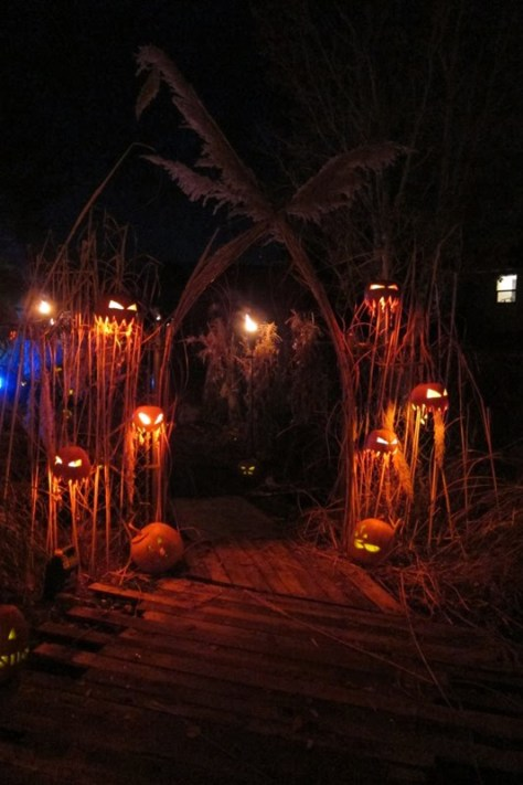 scary pumpkin fence